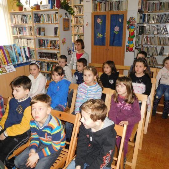 Seznmen s knihovnou M Matedouka - Msto Bentky