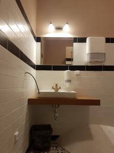 Rekonstrukce WC, Zámek 49