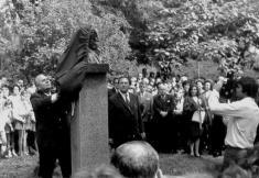 Slavnostní odhalení památníku vroce 1974