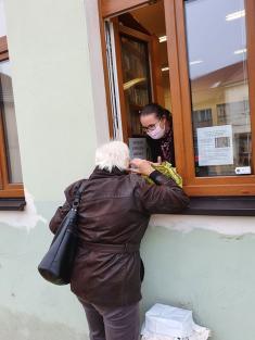 Výdejní výpůjční okénko