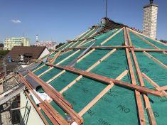 Oprava střechy knihovny